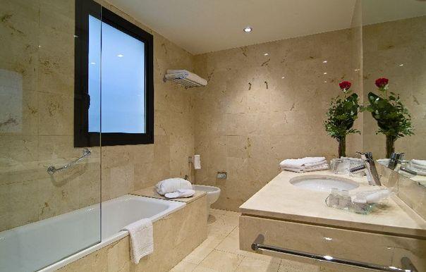 Hotel Balmoral bathroom