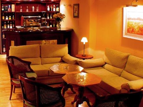 Hotel Caledonian bar