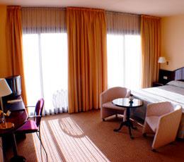 Hotel Caledonian bedroom