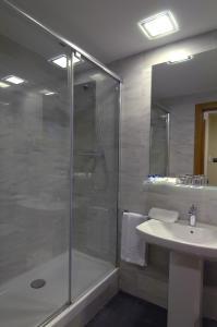 Hotel Del Comte bathroom