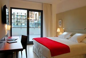 Hotel Gran Via 678 bedroom