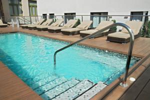 Hotel Gran Via 678 pool