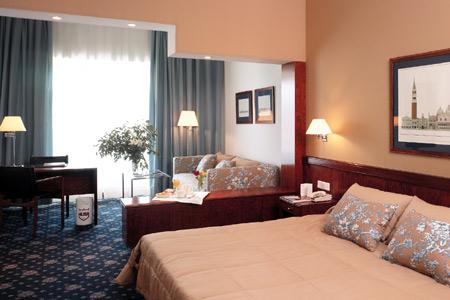 Hotel Husa Illa bedroom