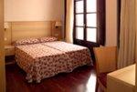 Apartments Opera Rambla bedroom