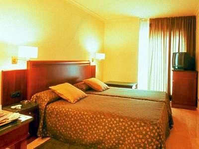 Hotel Mitre bedroom